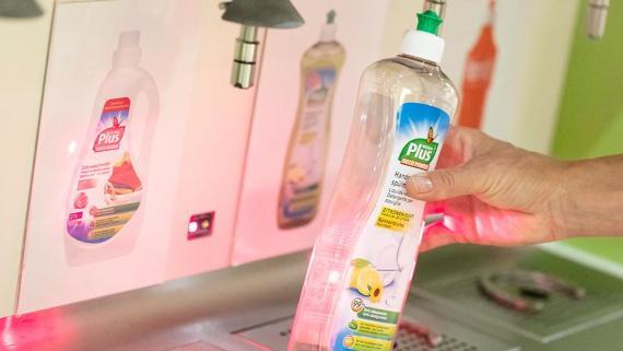 La mayor cadena de supermercados de Suiza permite rellenar los productos de limpieza.