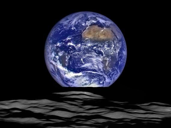Lunar Reconnaissance Orbiter de la NASA capturó esta imagen de la Tierra desde el punto de vista de la nave espacial en órbita alrededor de la Luna.