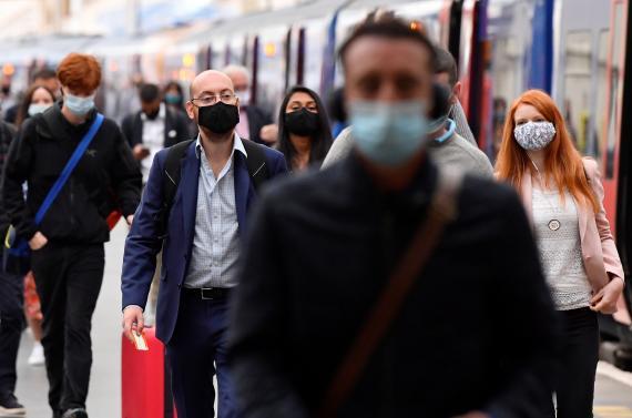 Pasajeros del transporte público de Londres durante la pandemia