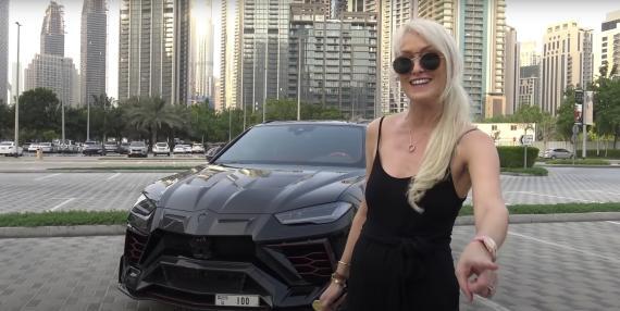 La youtuber Supercar Blondie en uno de sus vídeos
