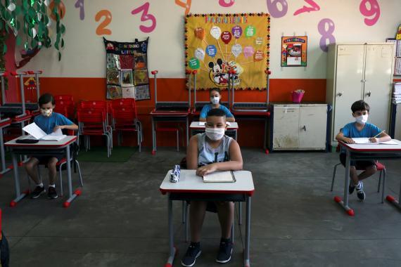 Colegio en Brasil durante la pandemia.