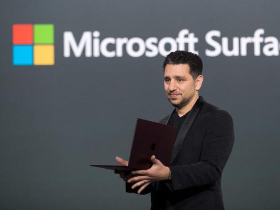 El jefe de la división de superficie de Microsoft, Panos Panay.
