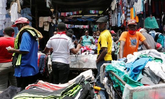 Mercado de ropa reciclada en Kenia
