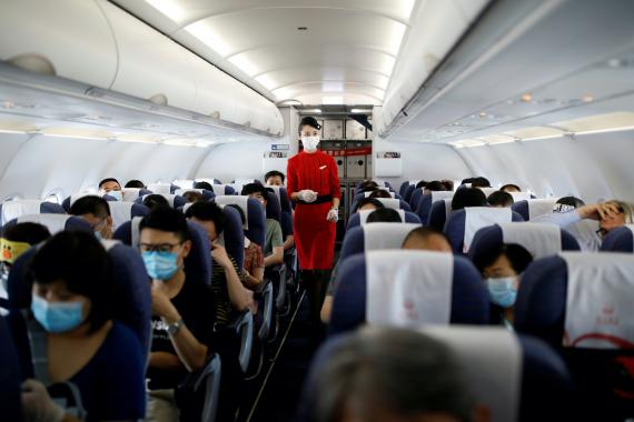 Pasajeros en un avión de Sichuan Airlines.