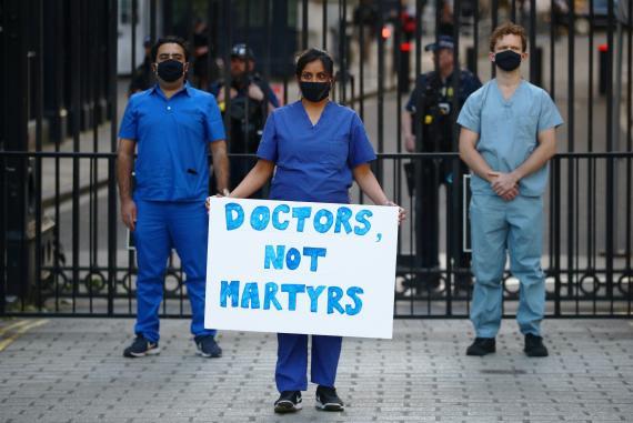 Profesionales sanitarios durante la pandemia de COVID-19 en Reino Unido