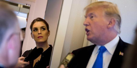 El presidente de EEUU, Donald Trump, y su asesora Hope Hicks