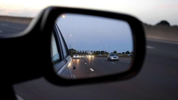 Cómo colocar los espejos retrovisores de forma correcta