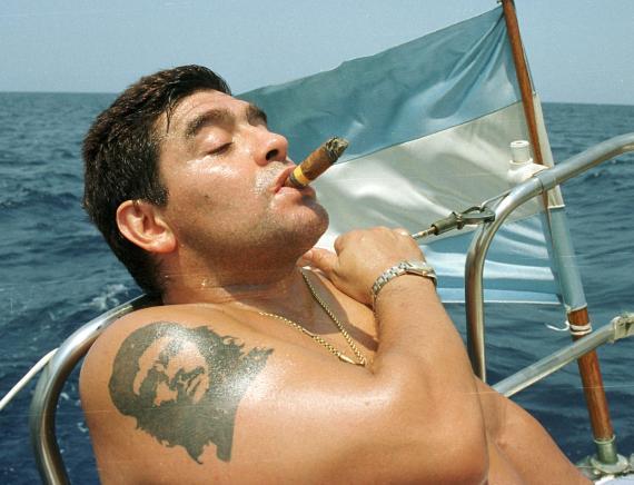 Maradona en un barco