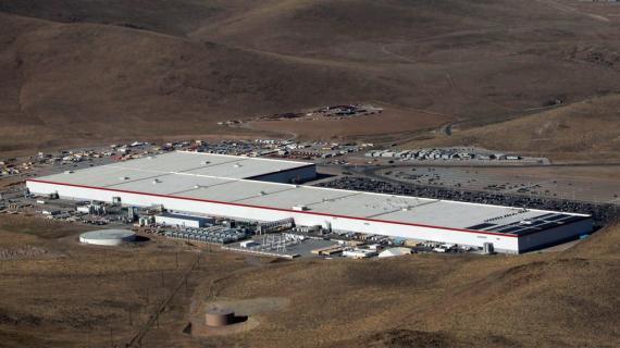 Panasonic hace la mayoría de las baterías de Tesla en su en su fábrica de Nevada.