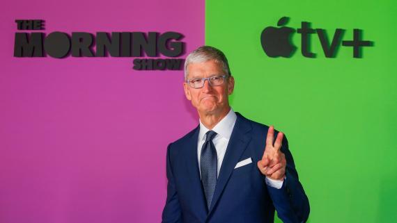 Tim Cook, CEO de Apple, durante la presentación de una serie para Apple TV+-
