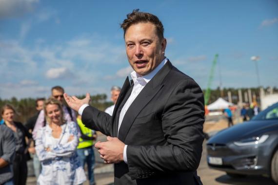Elon Musk admite que está dispuesto a negociar una fusión con otro fabricante.
