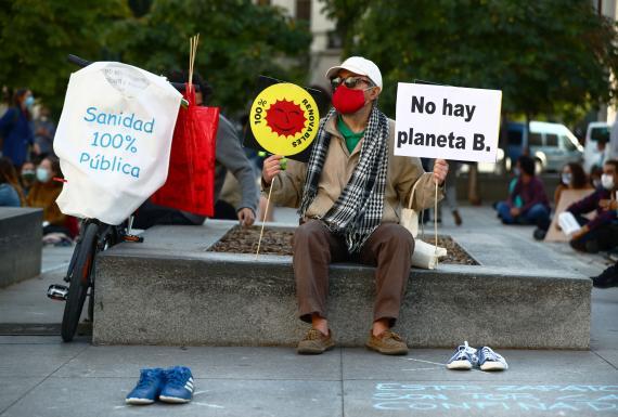 Un manifestante protesta contra el cambio climático en Madrid.