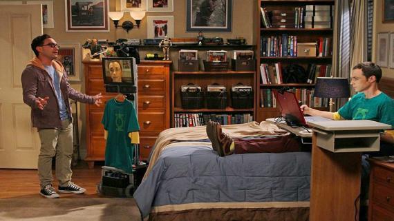 Sheldon trabajando desde la cama