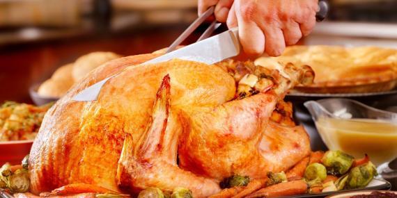 El pavo no contiene tanto triptófano como otros alimentos, por ejemplo el pollo.