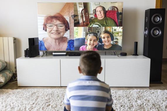 Videollamada en televisión en Navidad
