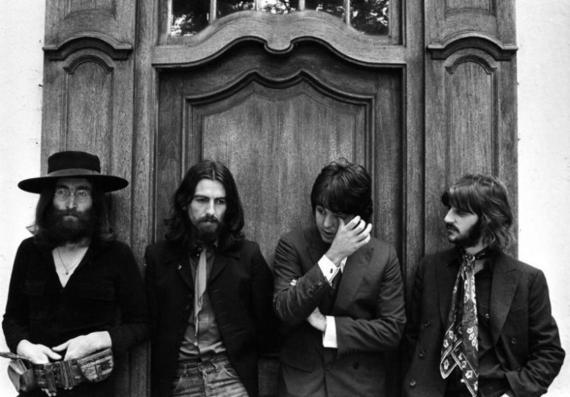 Los Beatles posando en su última sesión fotográfica