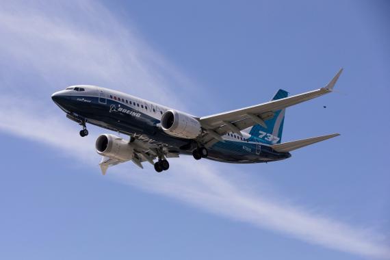 Un Boeing 737 Max aterriza tras un vuelo de prueba en Seattle, Washington, EEUU, en junio de 2020.