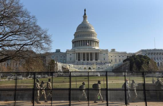 El Capitolio de EEUU, custodiado por la Guardia Nacional tras el asalto de los partidarios de Trump.