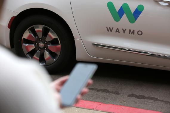 Waymo fue la primera compañía en lanzar un servicio de transporte con coches autónomos en 2018.