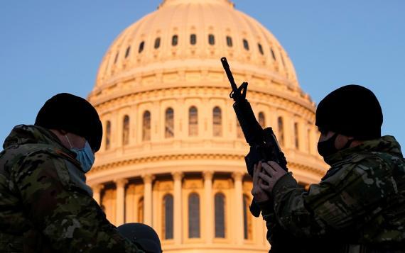 La Guardia Nacional custodia el Capitolio de Estados Unidos tras el asalto de partidarios de Trump a pocos días de la toma de posesión de Joe Biden.