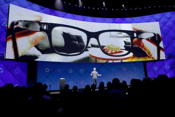 Mark Zuckerberg presentando las gafas de realidad aumentada de Facebook