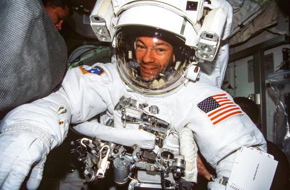 Miguel López-Alegría, astronauta nacido en España, será el primero en comandar un vuelo espacial turístico.
