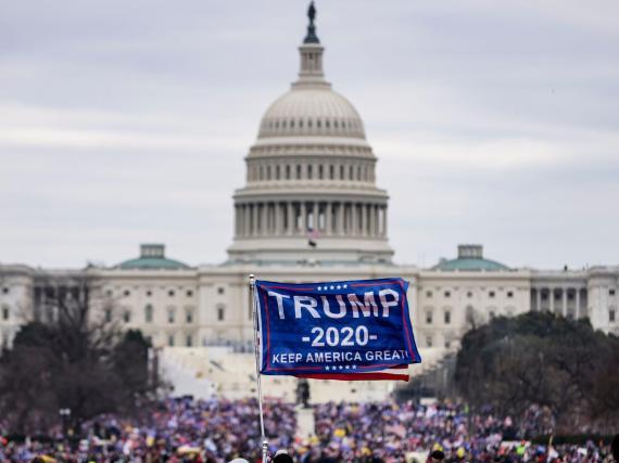 Partidarios del presidente Trump frente al Capitolio de EEUU.
