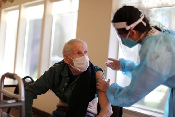 Vacunado contra COVID-19.