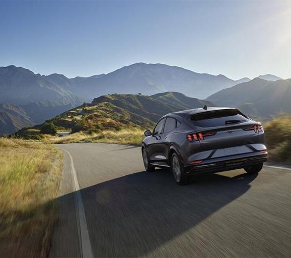 Conforme los fabricantes de vehículos aumentan su gama de eléctricos, la competición entre las empresas de baterías se está intensificando.