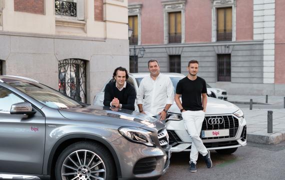 Equipo del renting de coches Bipi: de izquierda a derecha, Alejandro Vigaray, cofundador y COO; José Luis Hernández, CSO, y Hans Christ, cofundador y CEO.