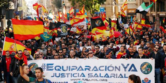 Manifestación de policías pidiendo equiparación salarial