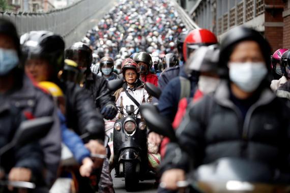 Motos en Taipei, Taiwan, durante la pandemia del coronavirus.