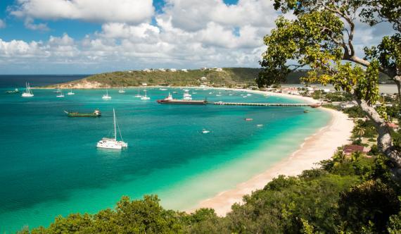 Una playa en la isla caribeña de Anguila, en las Antillas Menores