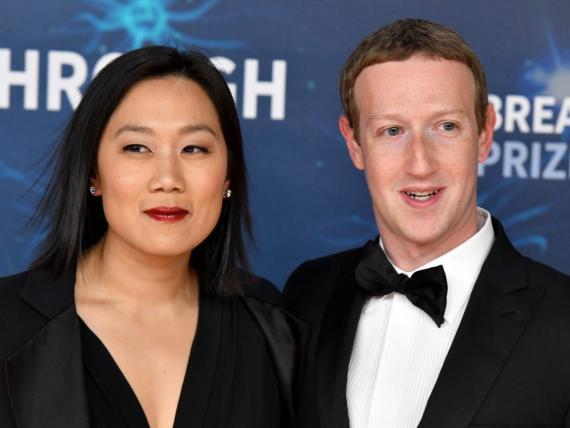 Priscilla Chan (i) y Mark Zuckerberg (d)
