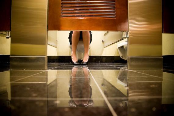 Puerta de baños públicos