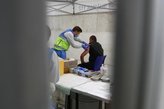 Sanidad propone que también vacune el personal de farmacias y mutuas, médicos jubilados y estudiantes