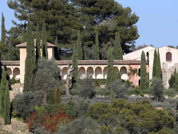 Los tribunales franceses dicen que el Chateau Diter de 64 millones de dólares se construyó sin permiso en una zona boscosa protegida.