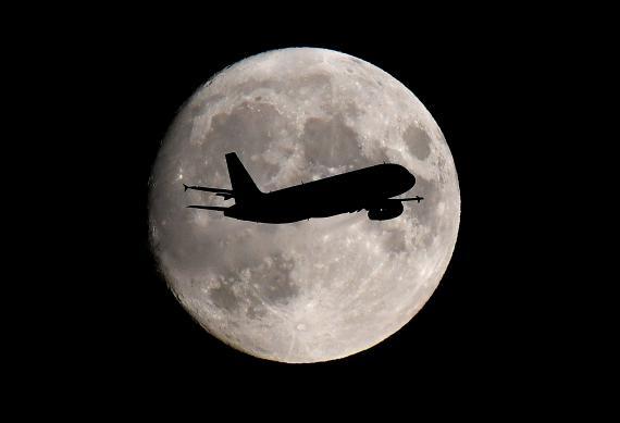 avión viaje luna