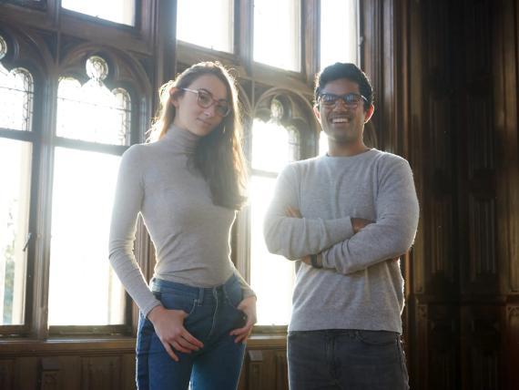 Sophia Edelstein y Nathan Kondamuri, cofundadores de Pair Eyewear.