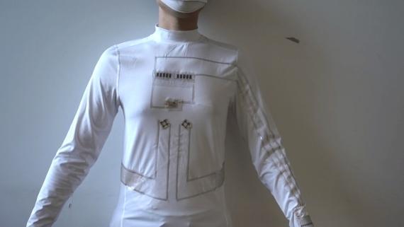 Camiseta capaz de cargar tu móvil con el cuerpo