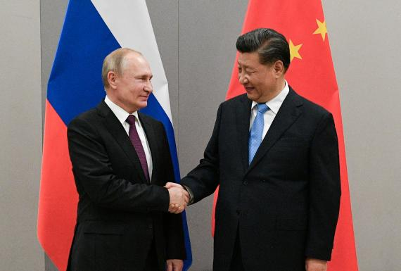 Vladimir Putin, presidente de Rusia, junto a Xi Jinping, presidente de la República Popular China.