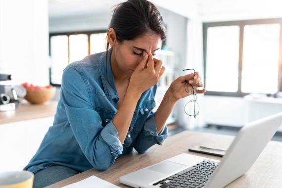Por qué comenzar el día en internet afecta a tu cerebro (y qué sí deberías hacer)