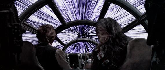 El Halcón Milenario de 'Star Wars' alcanza la velocidad de la luz.