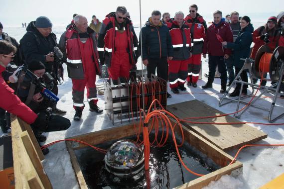 El lanzamiento ceremonial del telescopio detector de volumen Baikal-Gigaton (GVD), en el lago Baikal de Rusia el 13 de marzo de 2021.