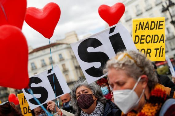 Manifestación a favor de legalizar la ley de eutanasia en España.