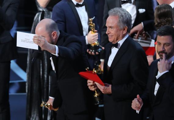 """Los momentos inolvidables de las galas de los Oscar: de la selfie de Ellen DeGeneres al """"¡Pedroooooo!""""de Penélope Cruz y lo más destacado de 2021"""