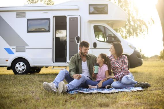 Autocaravana familias acampada