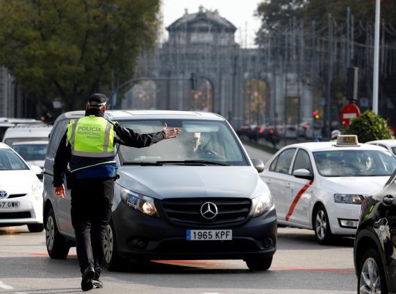 """La DGT enviará una carta para informar de la nueva normativa, con la que limita el uso de los """"coches zombies"""""""