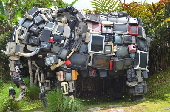 Un elefante hecho de televisores (Pixabay)