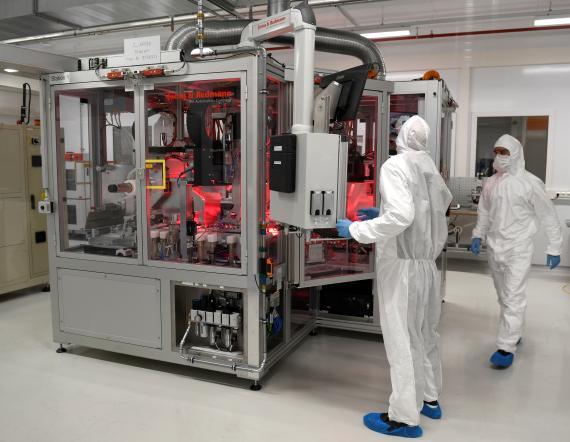 Empleados de Volkswagen en la fábrica de baterías de Salzgitter (Alemania)